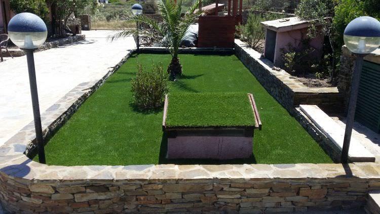 prato in erba sintetico finito, Stintino, Sassari, altra foto