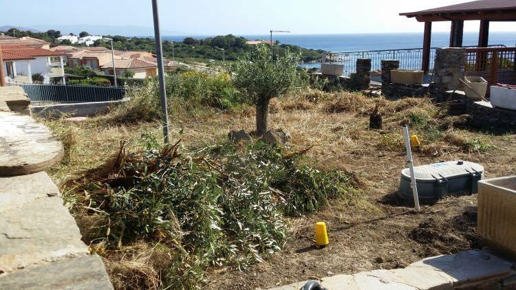 preparazione giardino a Stintino dove verrà posato il prato in erba sintetica