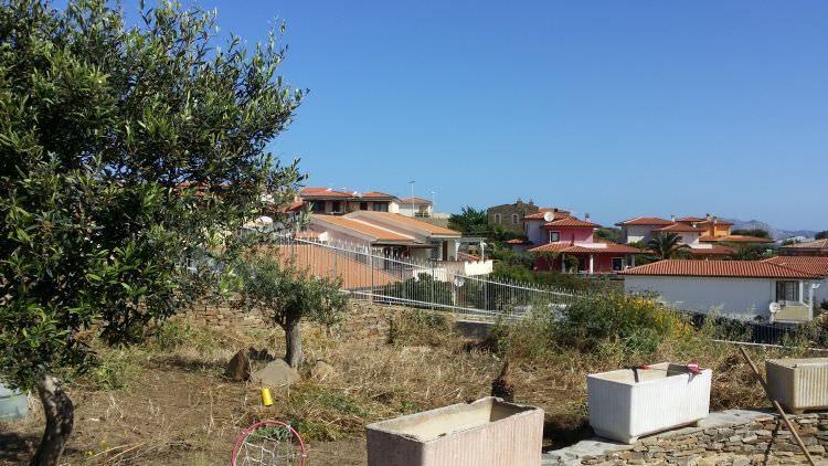 giardino prima della realizzazione del prato sintetico, Stintino, Sassari