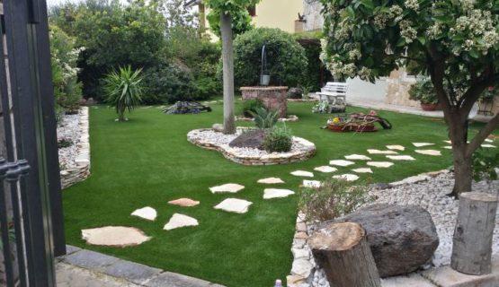 prato sintetico ultimato a Sassari, in un giardino privato