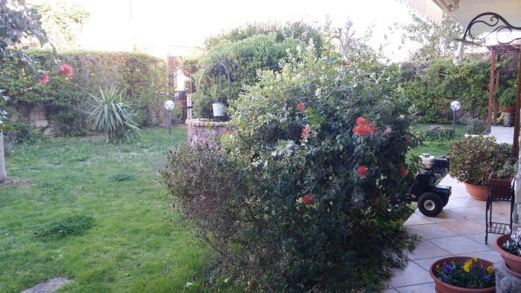 altra angolazione giardino privato a Sassari dove sarà posato il prato sintetico