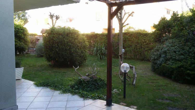 veranda giardino privato a Sassari dove sarà posato il prato sintetico