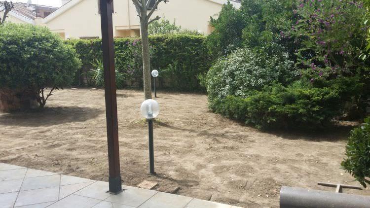 preparazione giardino a Sassari per posa prato sintetico