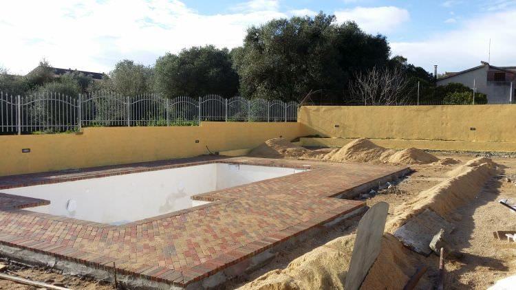 particolare della piscina in costruzione