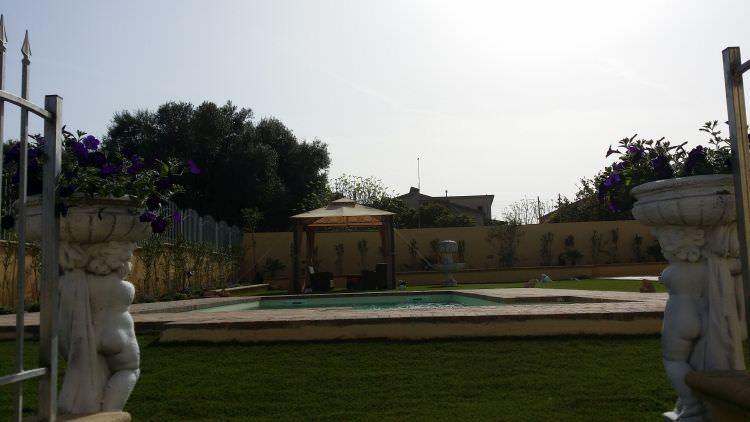 piscina, gazebo e prato sintetico Sassari