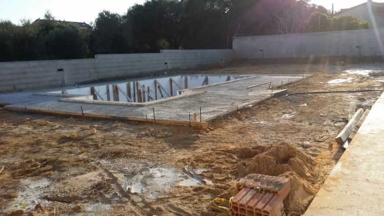 piscina in costruzione