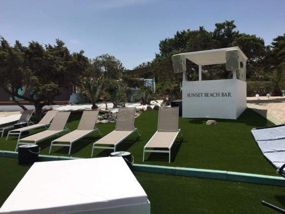 panoramica prato erba sintetica, spiaggia Platamona, Sassari