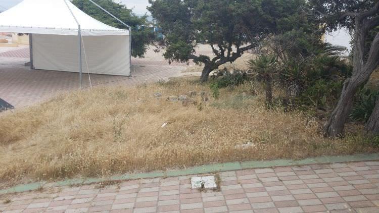 esterno dell' attività di Platamona, Sassari, dove verrà realizzato il prato sintetico